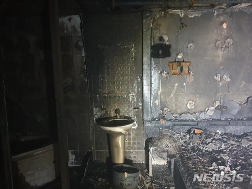 지난 8일 밤 불이 난 경남 고성의 모텔. /사진=고성소방서 제공