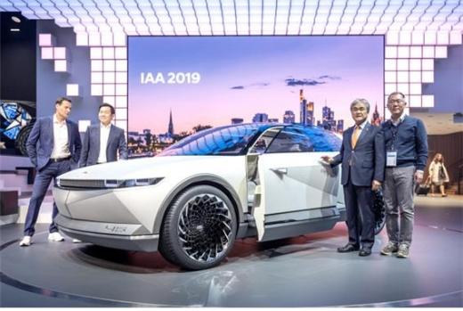 현대자동차가 프랑크푸르트모터쇼에서 전기차 콘셉트카 '45'를 공개했다고 10일 밝혔다./사진=현대차