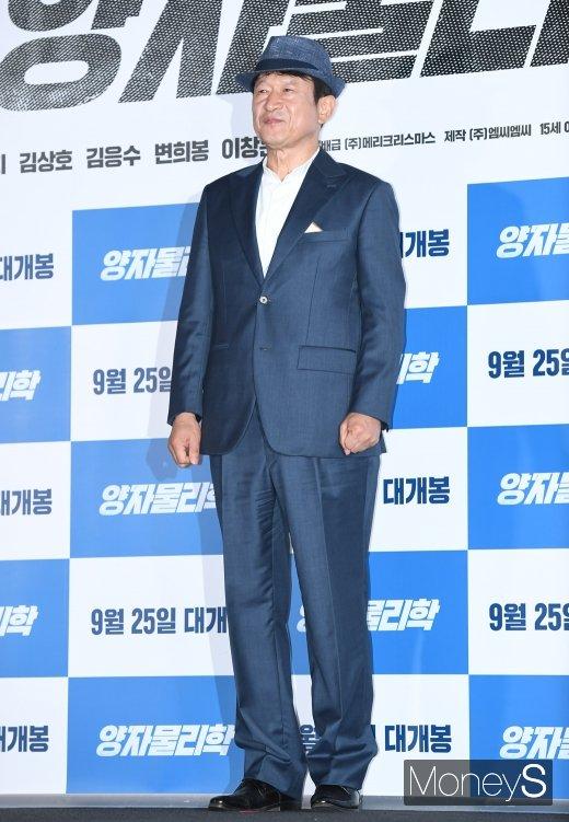 [머니S포토] 김응수 '회장님 느낌으로'