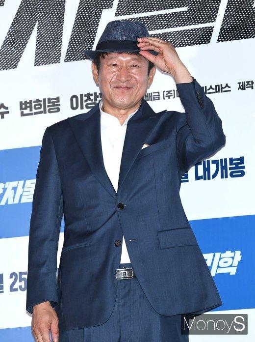 [머니S포토] 중절모로 멋낸 배우 김응수