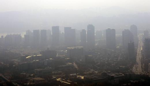 '2019 청정대기 국제포럼'이 '동아시아 시민들이 함께 만드는 청정대기 호흡공동체'를 주제로 오는 19일부터 20일까지 이틀간 수원컨벤션센터에서 개최된다. (사진은 중국발 미세먼지). 사진=뉴스1