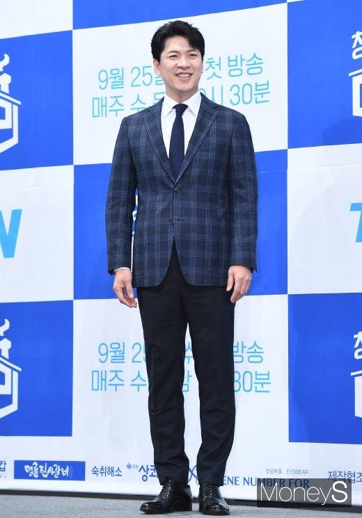 [머니S포토] 김상경 '이사님 포스~'