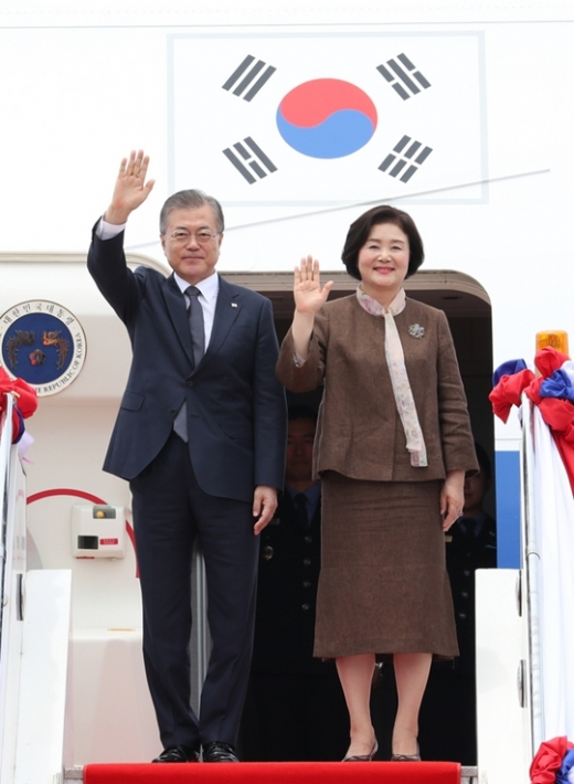 문재인 대통령(왼쪽)과 부인 김정숙 여사. /사진=뉴시스