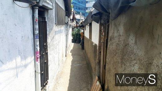 서울시내 한 노후주택 골목. /사진=김창성 기자