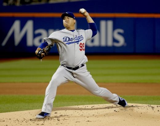 메이저리그 데뷔 첫 홈런을 포함해 시즌 13승을 수확하며 부진을 털어낸 LA 다저스의 류현진. /사진=로이터