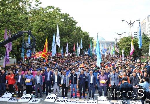 [머니S포토] 9.25 전국농민대회에서 구호 외치는 농민들
