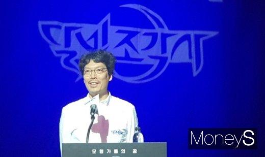 송재경 엑스엘게임즈 대표가 달빛조각사 출시에 대한 소감을 말하고 있다. /사진=채성오 기자