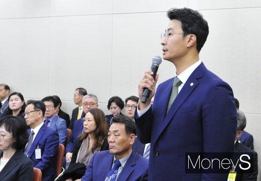 [머니S포토] 인보사 관련 증언하는 엄태섭 변호사