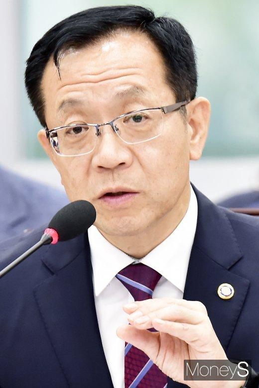 [머니S포토] 2019 소방청 국감서 답변하는 정문호 청장