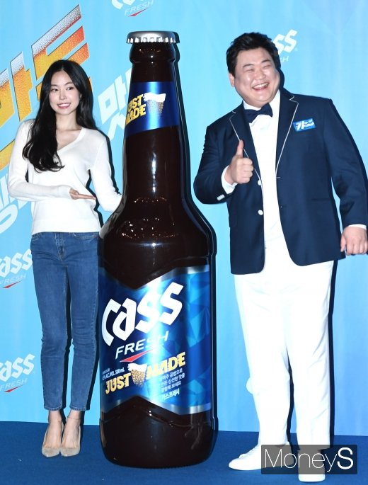 [머니S포토] 손나은·김준현 '맥주 CF모델 됐어요'