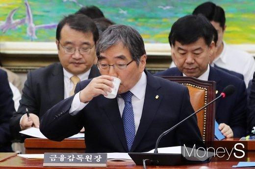 """[머니S포토] 윤석헌, """"조국펀드 투자·대여 판단 논하기 어렵다"""""""