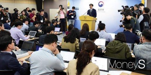 [머니S포토] 조국 장관 검찰개혁 추진에 관심 집중