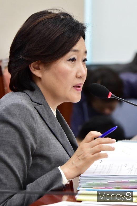 """[머니S포토] 박영선, """"세계 4대 벤처강국 향해 역량 집중"""""""