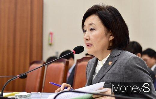 [머니S포토] 2019 중기부 국감, 답변하는 박영선 장관
