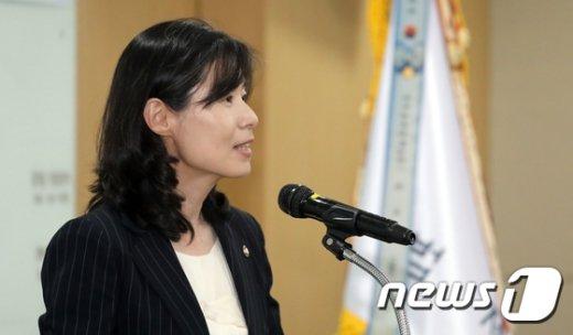 '조국 후임 하마평' 김외숙 누구? '문 대통령과 인연 깊네'