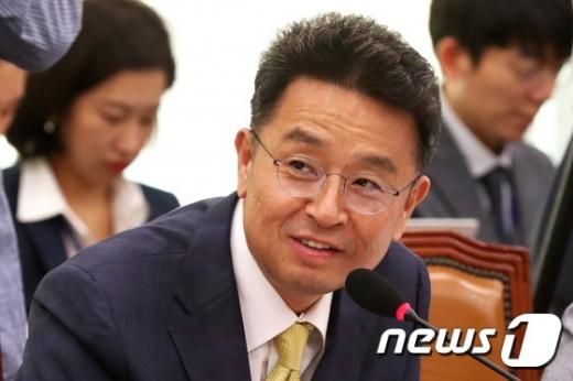 이철희 더불어민주당 의원이 15일 오전 서울 여의도 국회에서 열린 법제사법위원회의 법무부, 대한법률구조공단, 한국법무보호복지공단 등에 대한 국정감사에서 김오수 법무부 차관에게 질의를 하고 있다. /사진=뉴스1