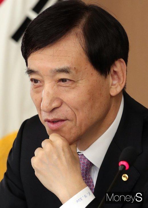 [머니S포토] 통화정책회의 주재하는 이주열 한국은행 총재