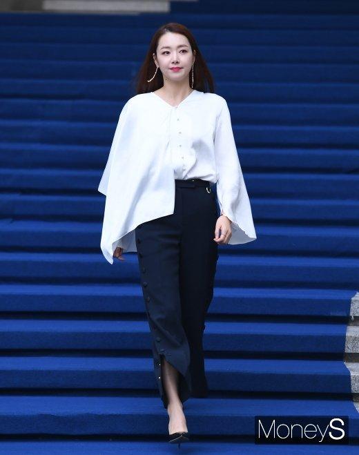 [머니S포토] 소이현 '남편 인교진 없이 패션위크 나들이'