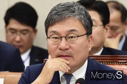 [머니S포토] 질의 경청하는 이상직 중진공 이사장