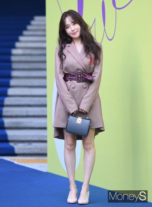 [머니S포토] 유소영, 깜찍한 가을 패션