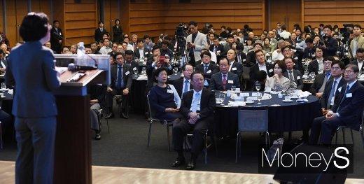 [머니S포토] 공정거래위원장 강연듣는 CEO들
