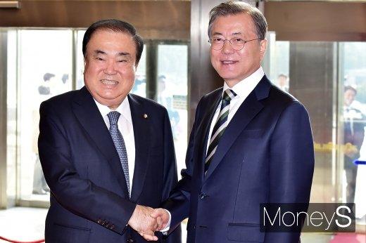 [머니S포토] 국회 방문한 문재인 대통령