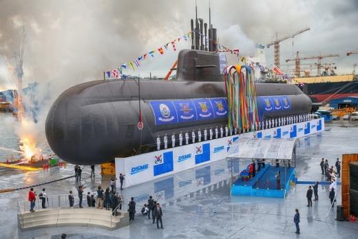 대우조선해양이 건조 중인 대한민국 최초 3000톤급 잠수함 '도산안창호함'(장보고-III 1차사업 1번함) 진수식 모습. /사진=대우조선해양