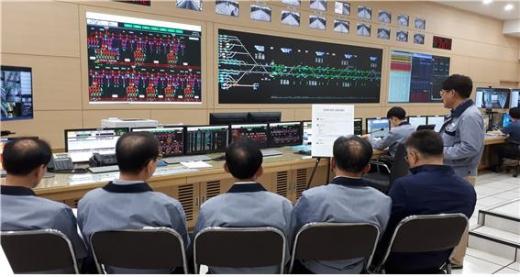 개통 한 달을 맞이한 김포 도시철도의 평일 하루 최대 평균 수송인원은 5만 8000명, 가장 많은 사람들이 이용한 역은 김포공항역(일평균 2만 명)인 것으로 나타났다. / 사진제공=김포시