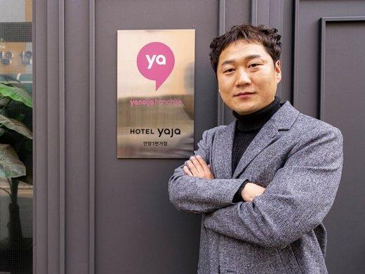 '투잡'의 벨맨, 호텔 다점포 꿈 이루다