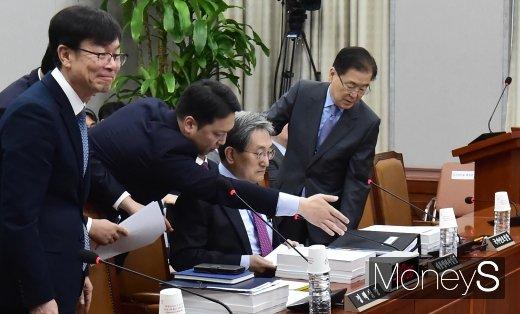 [머니S포토] 한자리에 모인 청와대 주요 3인방