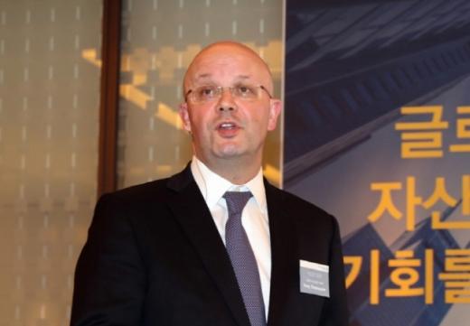 지난달 30일 서울 중구 웨스틴 조선호텔에서 열린 글로벌에셋컨퍼런스2019에서 대니 듀파스키에 SC그룹 투자상품팀 총괄 대표가 기조 연설을 하고 있다./사진=SC제일은행