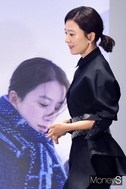"""[머니S포토] 김희애, """"내나이에 메인 기쁘고 감사하게 생각해"""""""