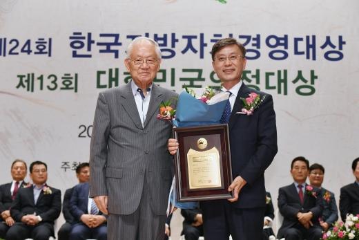 한국지방자치경영대상을 수상하는 정하영 김포시장. / 사진제공=김포시