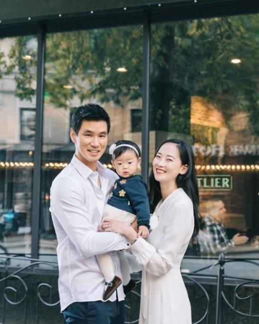 모델 혜박(오른쪽)과 그의 가족. /사진=YG 케이플러스 제공
