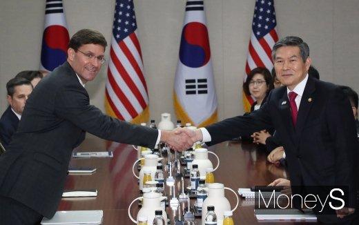 """정경두 """"북한의 비핵화·한반도 평화 정착 방법 같이 논의""""(속보)"""