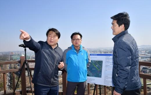 임병택 시흥시장이 악취 주요 발생지역 현장을 점검했다. / 사진제공=시흥시