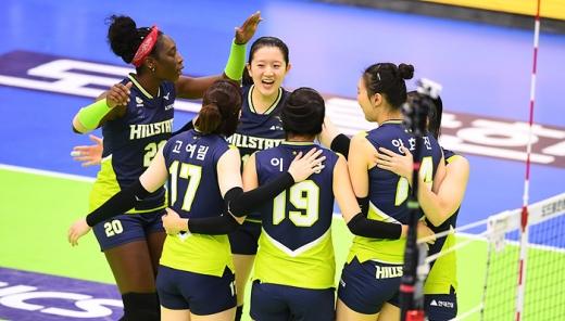 현대건설이 16일 KGC인삼공사를 3-1로 누르고 2019-20 도드람 V리그 여자부 단독 선두로 도약했다. /사진=한국배구연맹(KOVO)