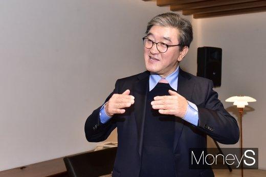 [머니S포토] 취재진 질문에 답하는 이영식 한샘 부회장