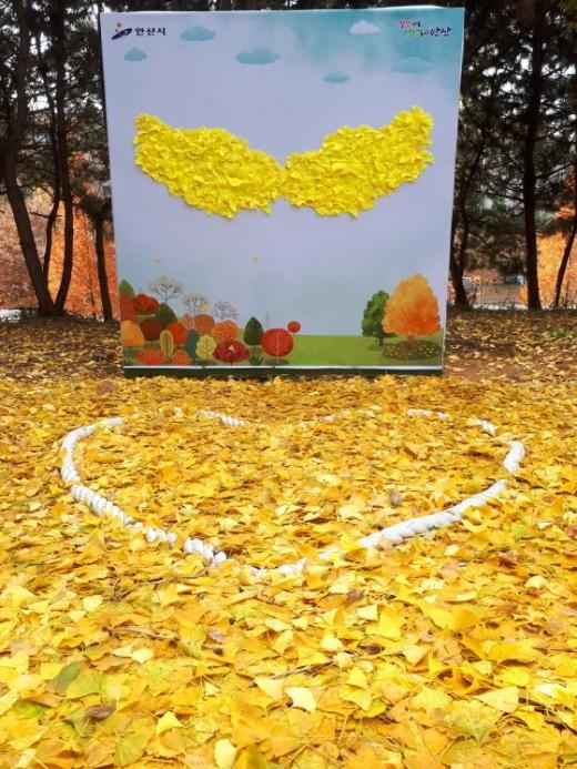 낙엽거리 포토존 모습. / 사진제공=안산시