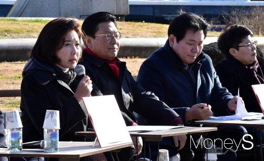 [머니S포토] 한국당 청와대 앞 원내대책회의
