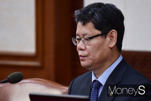 [머니S포토] 국무회의 참석한 김연철 통일부 장관