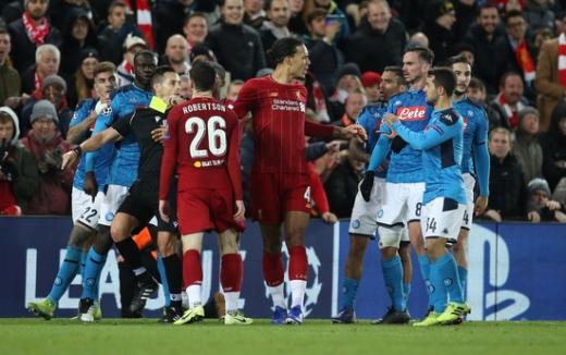 28일 영국 리버풀 안필드에서 열린 2019-2020 시즌 유럽축구연맹(UEFA) 챔피언스리그 조별리그 E조 5차전에서 나폴리와 1-1로 비긴 리버풀. /사진=로이터