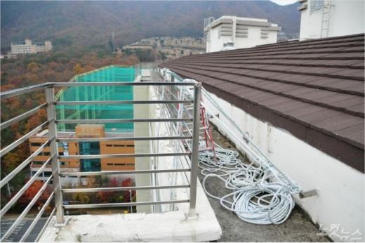 부산 기장군 한 아파트에서 외벽 로프 작업을 하던 인부가 추락해 숨졌다./사진제공=부산경찰청