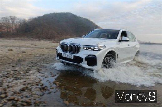 [시승기] 독일차 자존심 회복… BMW X5의 매력은?