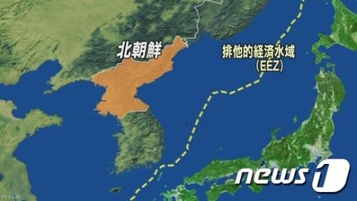 28일 오후 5시쯤 북한 동부 지방에서 탄도미사일로 추정되는 비행체가 발사됐다고 일본 정부가 밝혔다. /사진=뉴스1(NHK 방송)