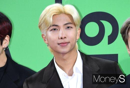 [머니S포토] 방탄소년단(BTS) RM, 멋진 금발 헤어(멜론 뮤직어워드)