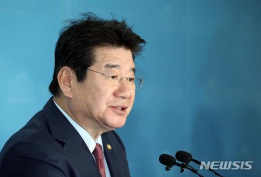강석호 자유한국당 의원이 3일 서울 여의도 국회에서 당 원내대표 경선 출마 선언 기자회견을 하고 있다. /사진=뉴시스
