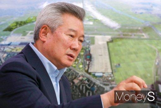 손창완 한국공항공사 사장이 지방공항의 중요성을 강조하면서 활성화 방안을 설명하고 있다. /사진=머니투데이 이기범 기자