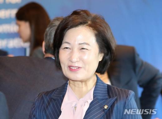"""추미애 """"20여 년 국회의원 활동, 사심으로 움직인 적 없어""""(속보)"""