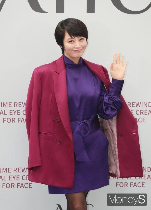 김혜수, 보라색까지 정복한 '패션 끝판왕'… 매력 어디까지?